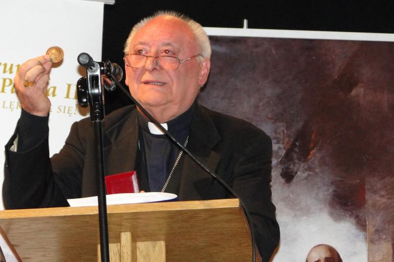 biskup Jose R. Redrado