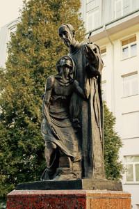 Rzeźba przed Szpitalem w Łodzi